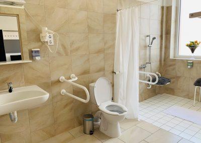 Hotel 22 akadálymentesített fürdőszoba